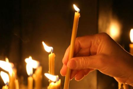 """""""Не будьте, як та бабуся, яка ставила свічки Богу і сатані!"""" - отець Петро Лопатинський"""