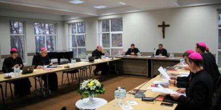 Єпископи стурбовані пандемією та загрозами традиційній сім'ї