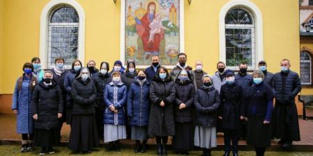 Скільки осіб було покликаних в 2020 році до богопосвяченого життя та священичого стану в Україні?