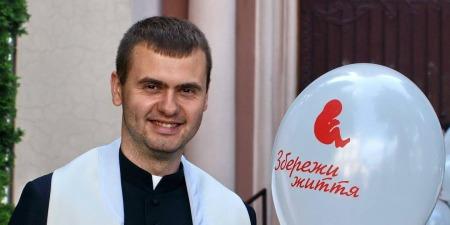 """""""Літургія годин єднає особисту молитву священника з усією Церквою"""", - отець Євген Фізер"""