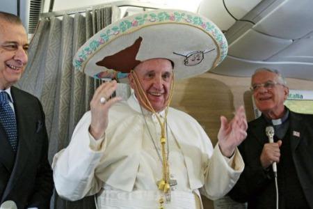 Це дуже важлива подорож і дуже бажана, – Папа до журналістів в літаку