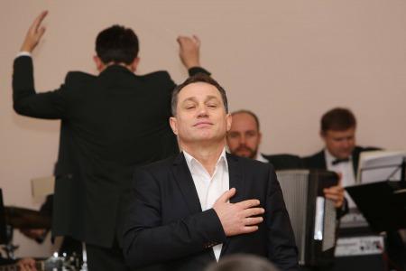 """""""Коли ти робиш добру справу, у твоїй душі народжується радість і тепло"""", - Анатолій Гнатюк"""