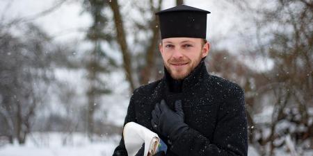 Як одночасно можна бути священником і дизайнером-модельєром - розповідає отець Іван Городицький