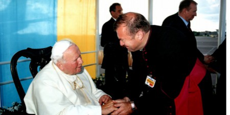 """""""Будемо молитися, щоб Папа Йоан Павло ІІ не дожив до червня! - кричали деякі депутати, вірні УПЦ МП протистуючи проти візиту Святійшого Отця в Україну"""",  - єпископ Мар'ян Бучек"""