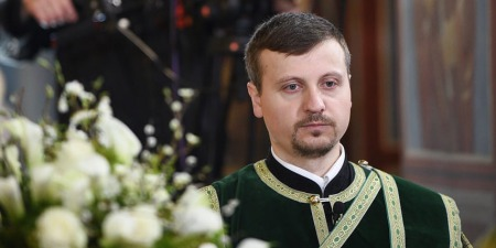 Що проходить священник перед тим, як має стати єпископом?