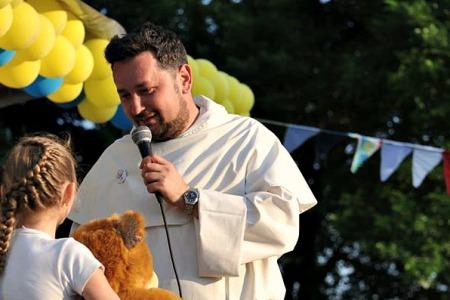 «Переконаний, за цей час ми допомогли дітям віднайти три речі: добро, любов і віру в Бога» – отець домініканець Михайло Романів ОР