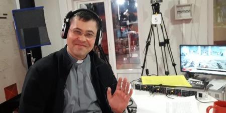 """""""Нам усі казали, що не можливо швидко розпочати мовлення християнського радіо в Україні"""", - розповідає отець Павло Вишковський"""