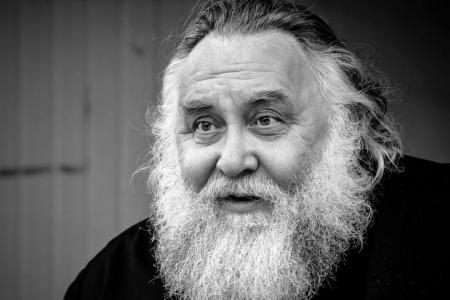 """Отець Олександр ЧУМАКОВ: """"Не можна бути церквою бюрократів, яка боїться впустити в себе людей без правильної справки"""""""