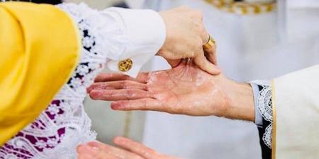 """""""Ми, священники, маємо свої недоліки, гріхи, але в момент, коли звершуємо Таїнства, просимо, аби хліб став Божим Тілом, і Бог нас слухає"""", - о. Костянтин Морозов"""