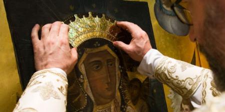 У Чернівцях коронували ікону, яка неплідним подружжям дає надію і вони зачинають дитинку