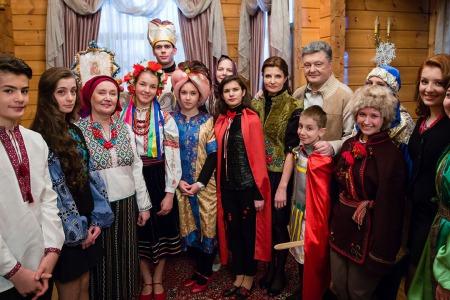 Президент попросив у Різдво маленького Ісуса великих змін на краще в нашій Україні