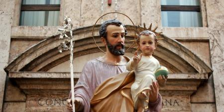 Йосиф - батько, який покладається на Боже провидіння та приймає реальність свого життя