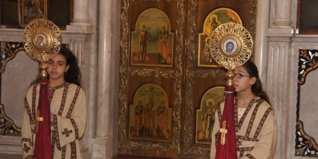 Чи можна жінкам прислуговувати при вівтарі у православному храмі?