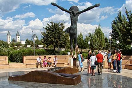 """""""Статуя воскреслого Христа в Меджугор'є продовжує мироточити!"""" - Отець Ципріан Чоп"""