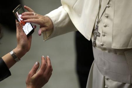 """""""З Богом можна зустрітись і у фейсбуці, і вконтакті"""", - отець Юрій Блажиєвський"""