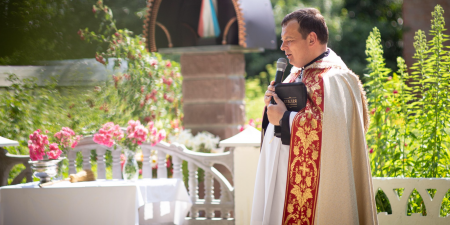 Євхаристія навчає нас довіряти Богу та не закривати Його своїм життям, - отець Кшиштоф Бузіковський
