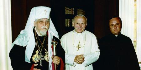 За гасло для єпископського герба Йосиф Сліпий узяв вислів «Крізь терни до зірок». Ці слова виявилися для нього пророчими