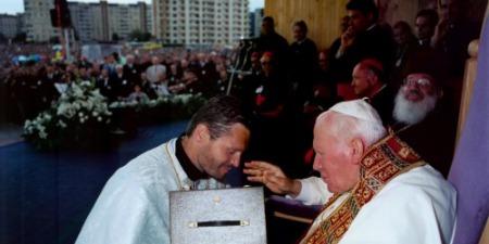 """""""Прошу отце, ви там дуже Святійшому Отцю не надокучайте! - жартома сказав мені Блаженніший Любомир Гузар"""",  - отець Орест Фредина"""