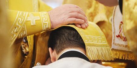 """""""В ранній Церкві кандидатів на єпископів обирали голосуванням рук, звідси і назва Хіротонія, тобто протягування руки"""", - о. Петро Лопатинський"""