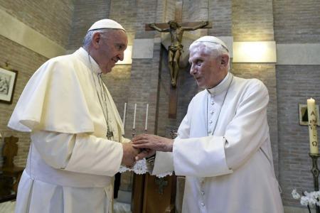 """""""Думаю, з часом целібат буде відмінено. Для священників це погано. Я вже бачу натовпи жінок!"""" - Отець Міхал Бранкевич"""
