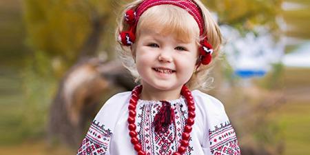 """""""Кожний українець повинен мати вишиванку у своєму гардеробі"""", - слухачка Радіо Марія"""