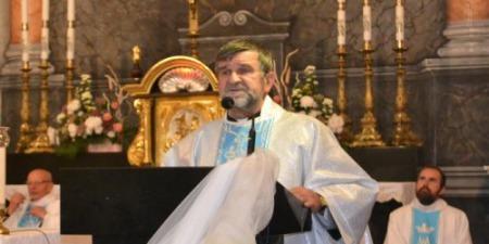 Молитва Розарію рятує та змінює життя тих, хто її практикує, - отець Тадеуш Волос