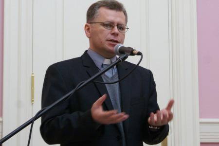 """Отець Станіслав Кава: """"Там де є двоє людей, потрібні права поведінки"""""""