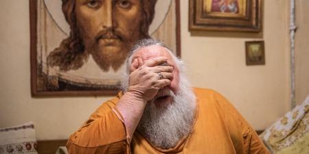 """""""Це - кіч!"""" - отець Олександр Чумаков про золоті храми, святість та брехню"""