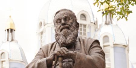 Любомиру Гузару встановили перший пам'ятник у світі