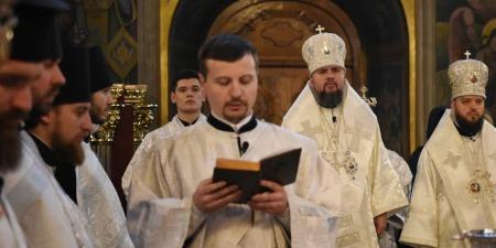 Священник - це не той, хто веде людей до Бога, а той, хто разом з людьми іде до Бога...
