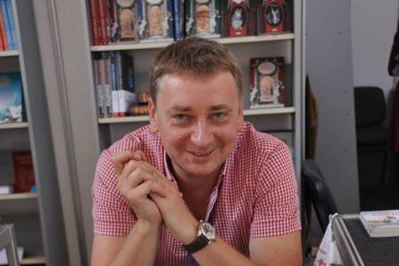 """""""Країну можна поважати через вчинки людей"""" - письменник Євген Положій розповідає про Іловайську трагедію"""
