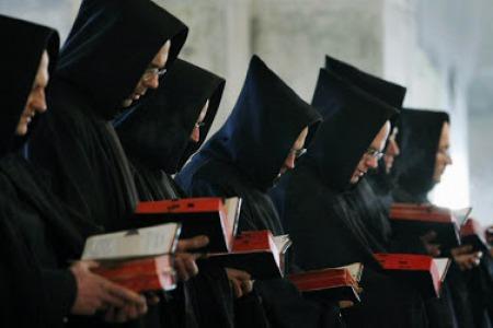 """Якби люди знали, які скорботи їх чекають в монастирі, то ніколи б туди не пішли, а якби знали, які блага там приготовані, то всі б туди поспішали"""""""