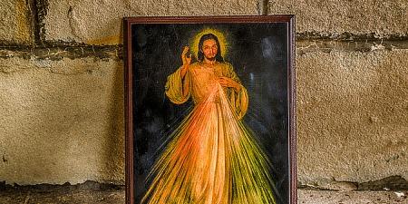"""""""Скажи страждаючому людству: нехай притулиться до мого Милосердного Серця, а Я їх наповню своїм спокоєм...! - Ісус звертався до св. Фаустини"""